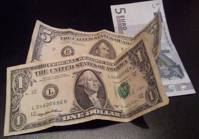 dollar-und-euro-scheine